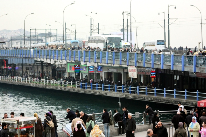 bustling_galata_bridge